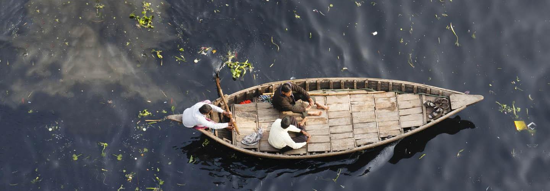 Crossing the Buriganga River in Dhaka, Bangladesh © Juriaan Wissink / Shutterstock