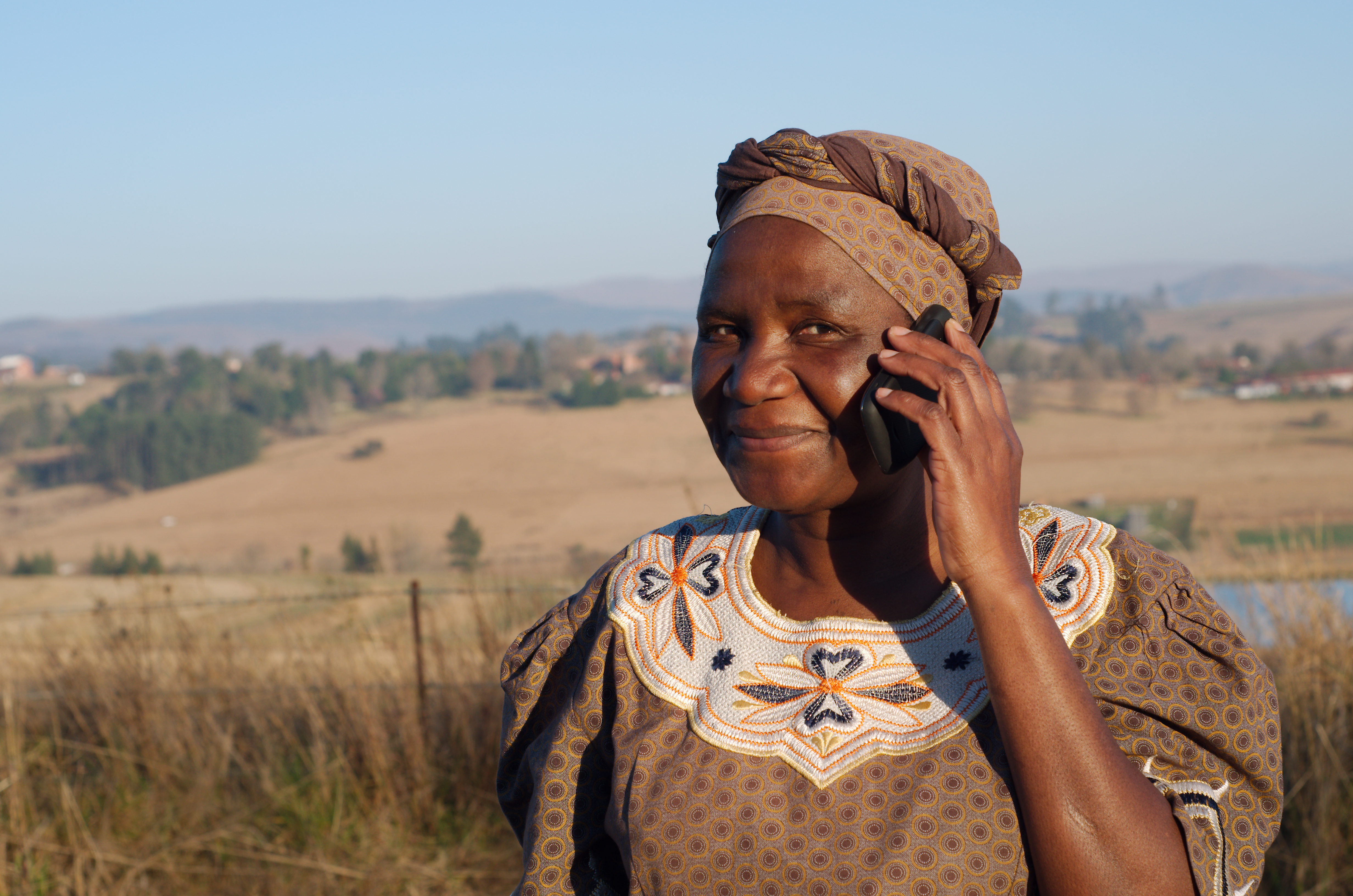 Woman on mobile phone © Photo Africa / Shutterstock