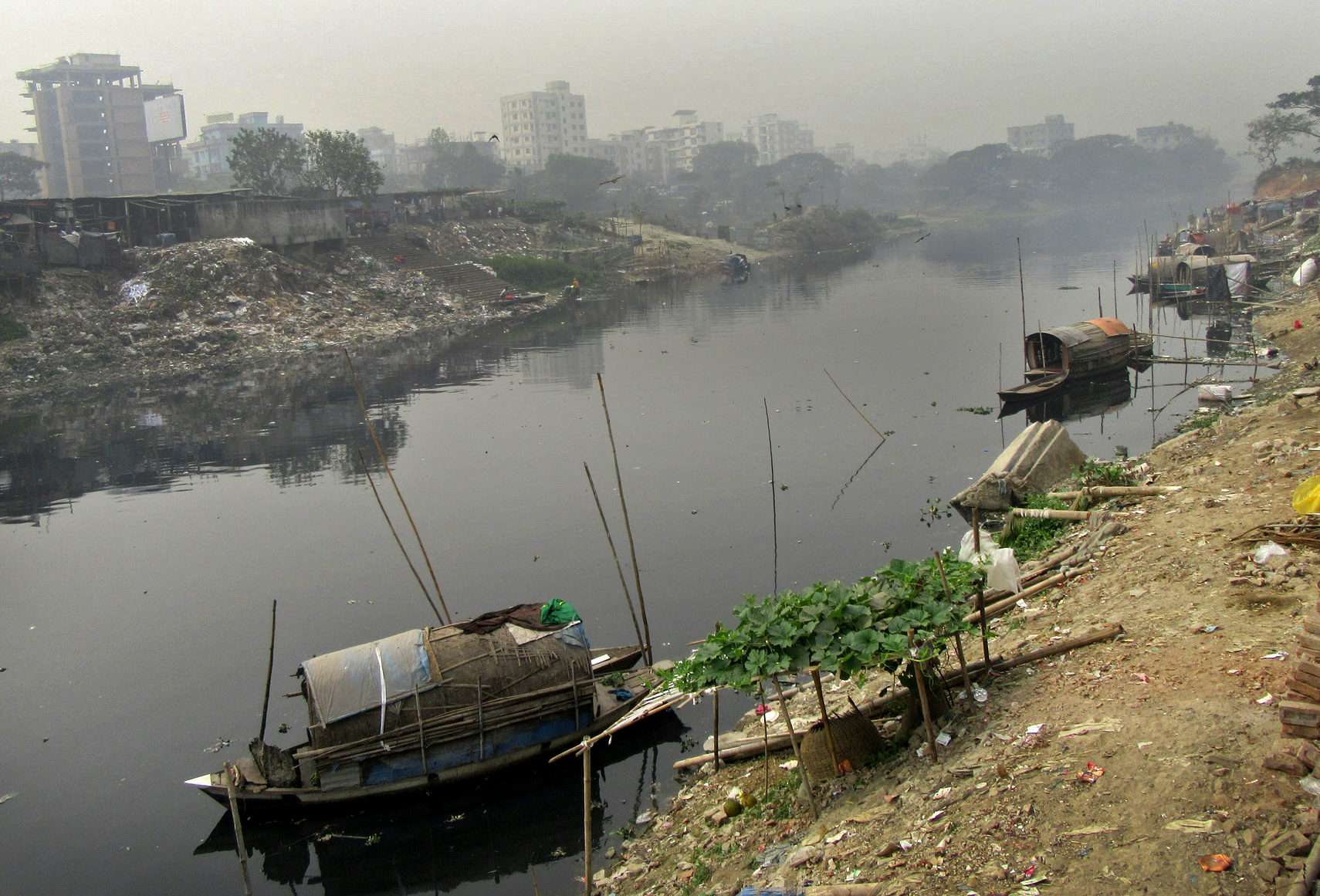 Pollution of Dhaka water ways; CRedit: Sonia Hoque/REACH