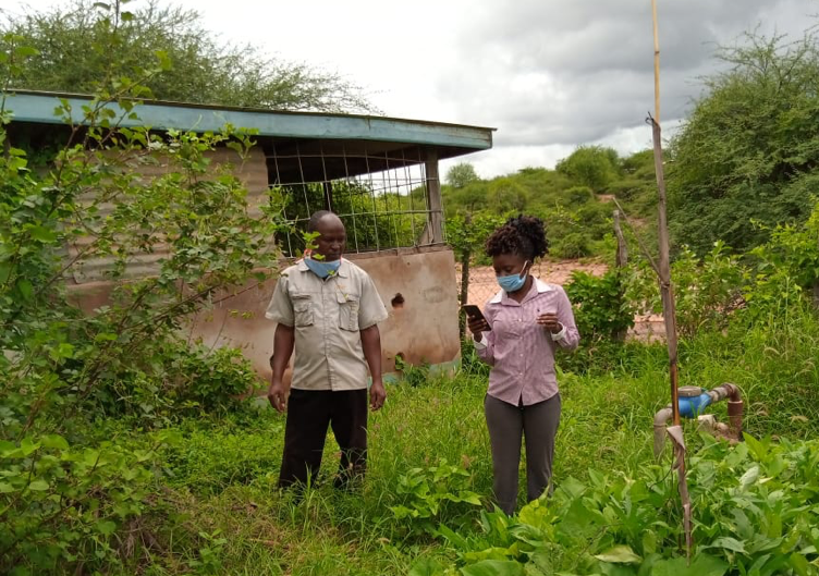 Mary Musenya Sammy working in the field in rural Kenya during the COVID19 pandemic