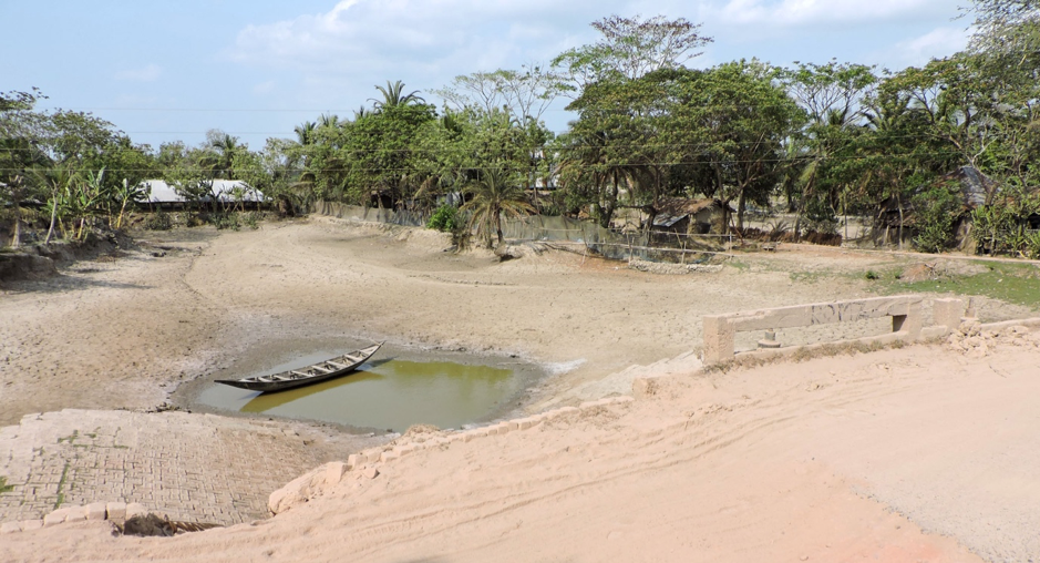 COVID19 exacerbates water insecurity challenges driven by the dry season in Coastal Bangladesh. Credit: REACH field officer