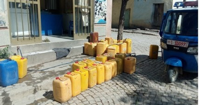 A private provider in downtown Wukro selling water to residents (2019)
